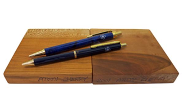 一紫会グッズ 「桜材コースター」と「校章付きボールペン」
